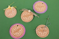 Набор из 5 декорированных бирок из натуральной кожи Ø50 мм «Большого счастья»