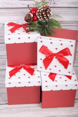 Новогодний декор в стоимость не входит.Набор одиночных коробок (4 шт в уп) - Куб Шапка Санты на белом 11*11*11 В226