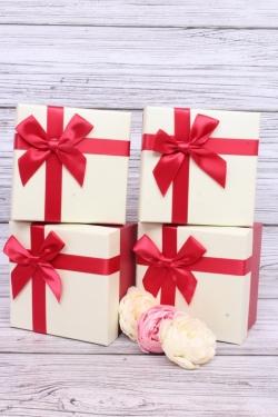 Набор одиночных подарочных коробок из 4 шт- Квадрат бело/красный 12.5*12.5 h=8см.