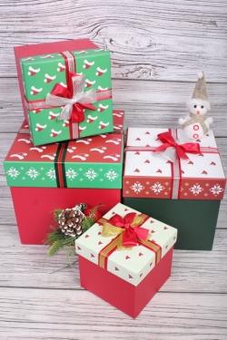 Набор подарочные коробок из 4 шт - КУБ Шапка Санты 21*21*21см   В248