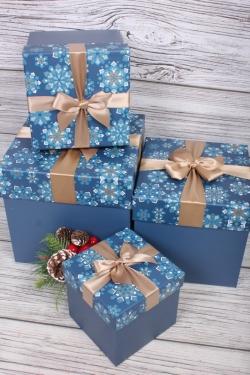 Набор подарочные коробок из 4 шт - КУБ Снежинки калейдоскоп синий 21*21*21см    N693