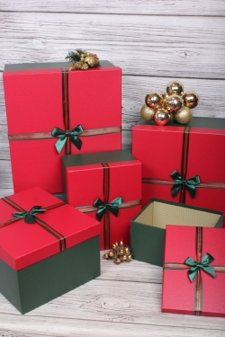Набор подарочные коробок из 5 шт - Квадрат красная крышка 39*39*21см  N695