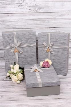 Набор подарочные коробок из 3шт -  Прямоугольник тиснение с тесьмой светло-серый 36*26*14см В343