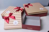 """Набор подарочных коробок из 3шт. """"Квадрат, полоски с красным бантом"""" 28х28х13см 37124"""