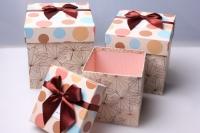 """Набор подарочных коробок из 3шт. Разноразмерные. """"Куб с бантом"""" цвета и рисунки вассортименте"""