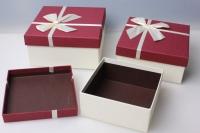 """Набор подарочных коробок из 3шт. Разноразмерные. """"Квадрат текст. с бантом""""  19х19х9см цвета и рисунки вассортименте"""