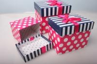 """Набор подарочных коробок из 3шт. Разноразмерные. """"Прямоугольные горох, полоска+бант"""" 17х13х15см цвета и рисунки в ассортименте"""