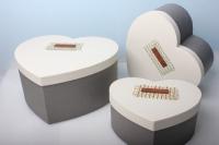 """Набор подарочных коробок из 3шт. Разноразмерные. """"Сердце иметлин"""" 30х25х14см  цвета в ассортименте"""