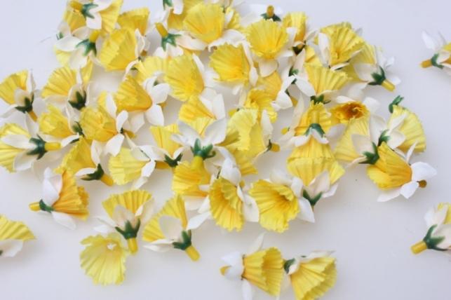Нарцис бело/желтый  цветые 3,5см (60шт в уп) 3206 - искусственные растения