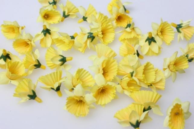Нарцис желтый  цветной 3,5см (60шт в уп) 3220