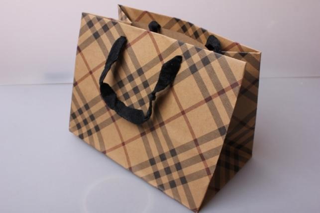 Пакет(сумка) подарочный Люкс Крафт клетка диагональ бежев/кор/черн (24х18х14)