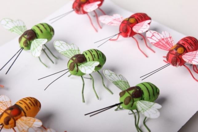 Пчелка искусственная на стикере (12 шт в уп)