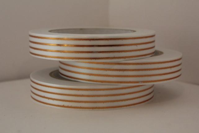 2,0 см х 50у многополосн. подарочная декоративная лента с золотой полосой - 2х50у многополосная белая а2008 A2008