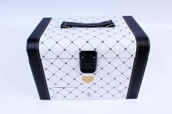 Подарочная коробка одиночная - Чемодан черно-белый в ромбик  К201