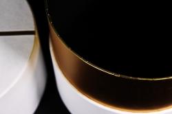Подарочная коробка одиночная - Цилиндр золотой поясок белый   Z15