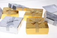 Подарочные коробки - Квадрат с бантом золото-серебро 8,5х8,5х3,5см (10) 10009-2 цвета и рисунки в ассортименте