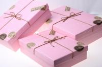 Подарочные коробки - (набор из 3шт) Прямоугольник розовый с шнурком в виде почтовой посылки 21х29х9см цвета в ассортименте