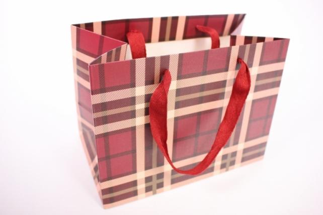 Подарочные пакеты -СумкаЛюкс- КлеткаВишневая(24*18*14)(12шт/уп)012L/010
