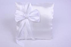 Подушка под кольца в пакете- белая с белым декором бусина