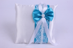 Подушка под кольца в пакете- белая с бирюзовым декором