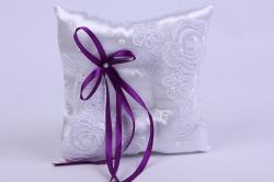 Подушка под кольца в пакете- белая с фиолетовым декором