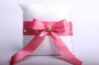 """Подушка под кольца в пластиковой  коробке """"Люкс""""- белая с розовым бантом 13х13см"""
