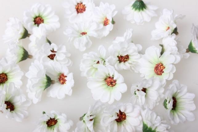 Ромашка белая цветная 3,5см (60шт в уп) 3046
