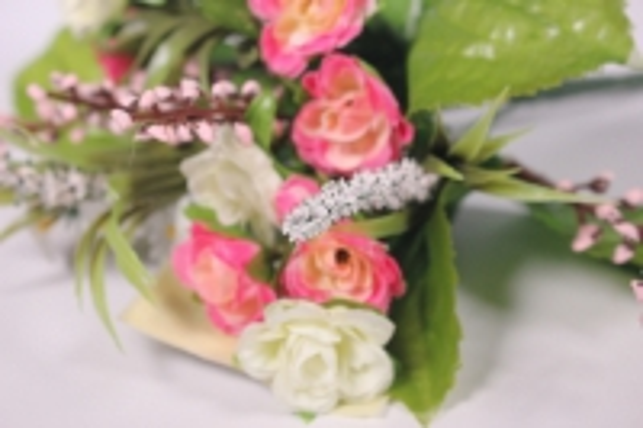 роза евробукет с гипсофила розово/бело/малининовая 25см