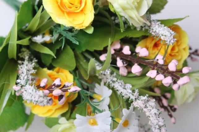 роза евробукет с гипсофилой желто/белый 25см