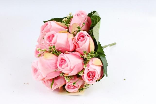 Роза в листьях гортензии розовая