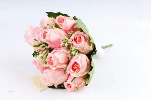 Роза в листьях гортензии светло-розовая