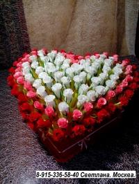 Сердце с розами из конфет