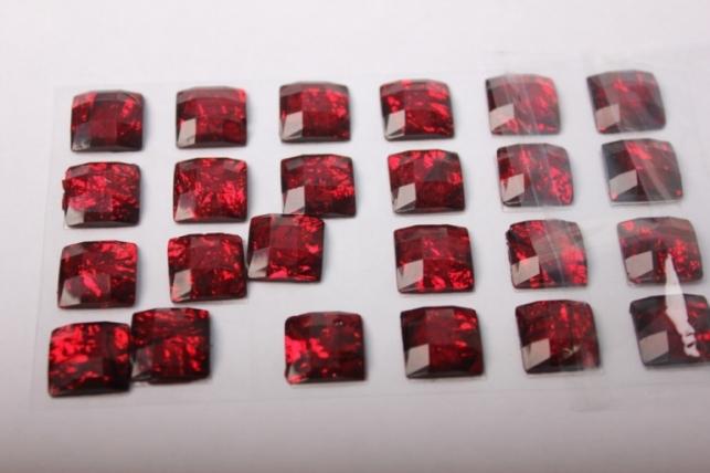 стразы квадрат красный 14мм на липучке  24шт