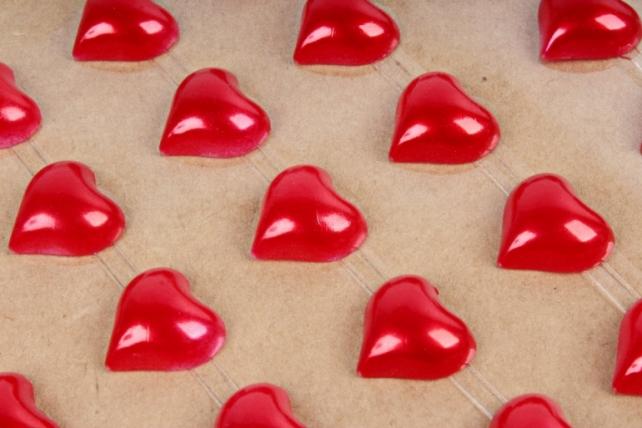 Стразы на листе Сердце красное 8мм DZ323