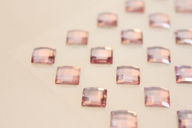 стразы ромб  светло-розовый  8мм на липучки  40шт