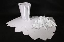 Сумка для цветов Трапеция белая с тиснениемh=27см 15х15см  (10шт в уп.) Арт.704