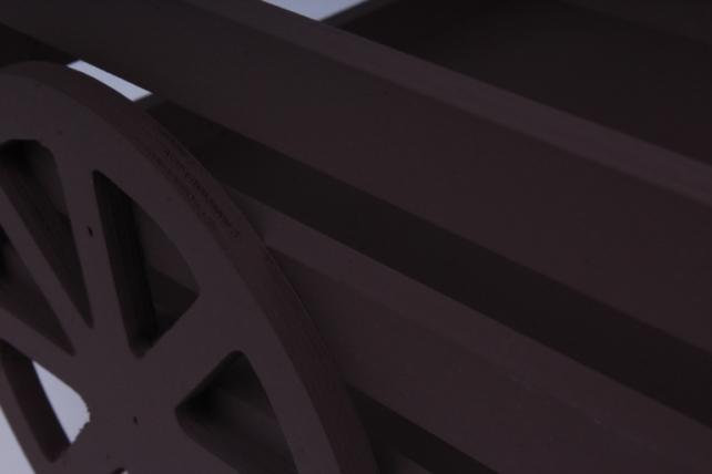 тележка большая. кашпо для цветов  (дл.45см;шир.24см;выс.21см) дерево, окраш. коричневыйдукр37-02-1717