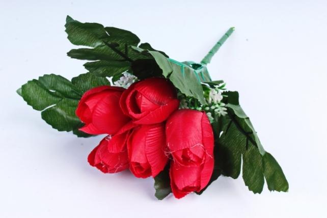 Тюльпаны красные с вереском