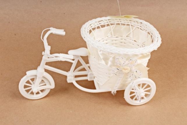 Велосипед пластик белый с лентой шампань
