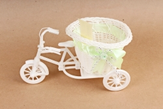 Велосипед пластик белый с салатовой лентой