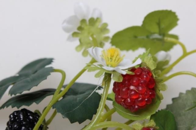 ветка ежевика с цветочками 30см - искусственные растения