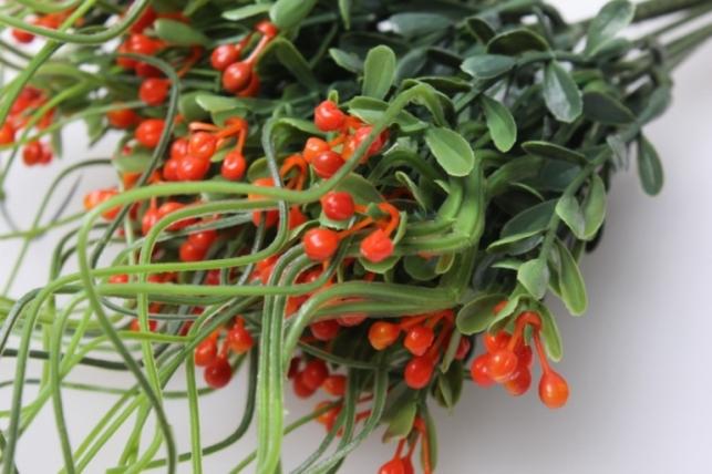 ветка с красными ягодами искусственная (в уп 10шт)
