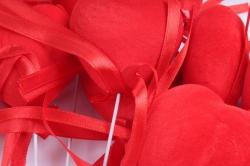 Вставка Сердце флок красное  (12 шт в уп) HT16A597