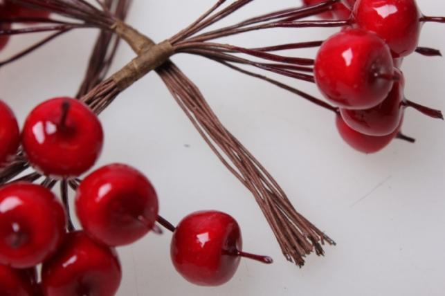 яблоки красные искусственные 1,2см (12 пучков по 12 шт) 3592