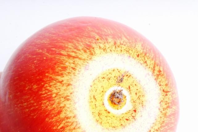 Яблоко оранжевое