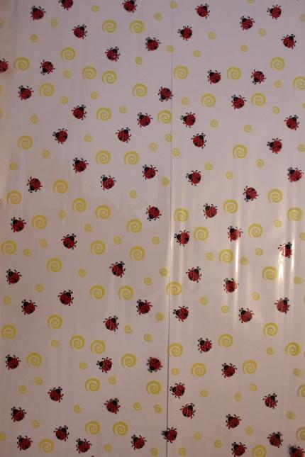 упаковка для цветов,- цветочная плёнка - божьи коровки 0.7 упаковка для цветов,- цветочная плёнка - рулон 0,7 божья коровка жёлто-красный 558
