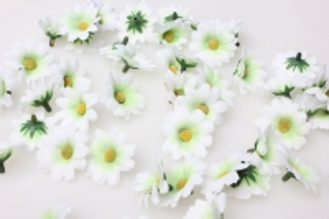 Хризантема белая цветная 3,5см (60шт в уп) 3084